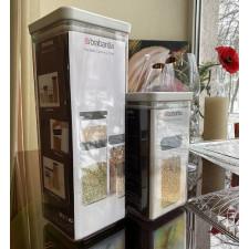 Банка для хранения сыпучих продуктов-пластиковая с крышкой 2,5 л
